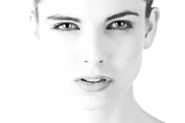 黑眼圈和眼睛浮肿护理