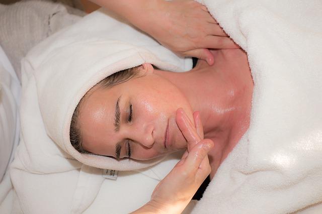 Eve Lom Face Massage