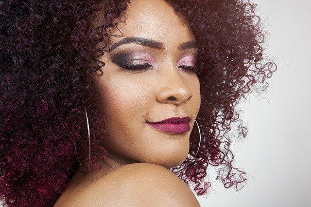 Grow Gorgeous Curl Range 卷曲头发配方系列产品